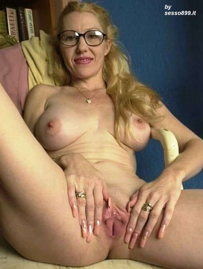порно женщина в возрасте в очках